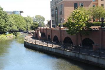 Photo of Reading canal side